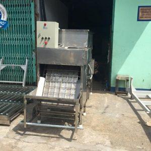 máy bóc vỏ trứng gà