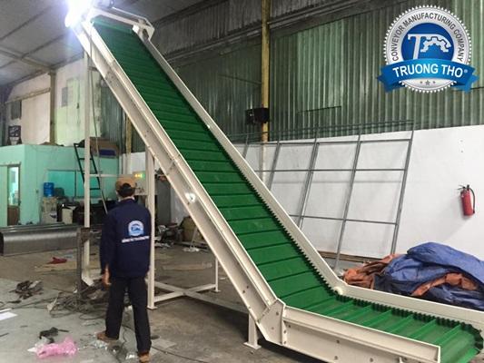 Băng tải cấp liệu PVC gân bèo